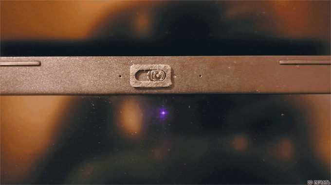 Выдвижная крышка камеры ноутбука